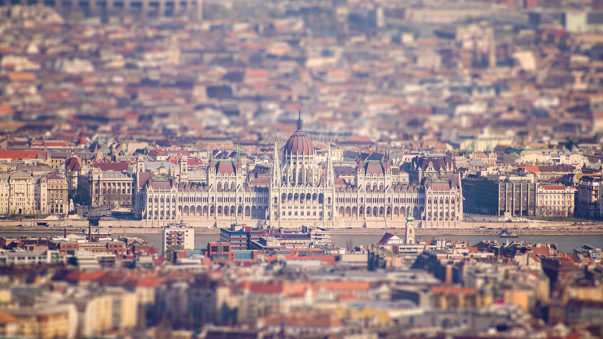 Budapest parlament tiltshift fényképe.